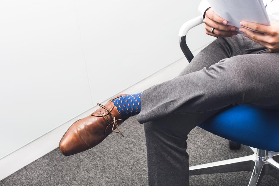businessman-leg-crossed_925x.jpg