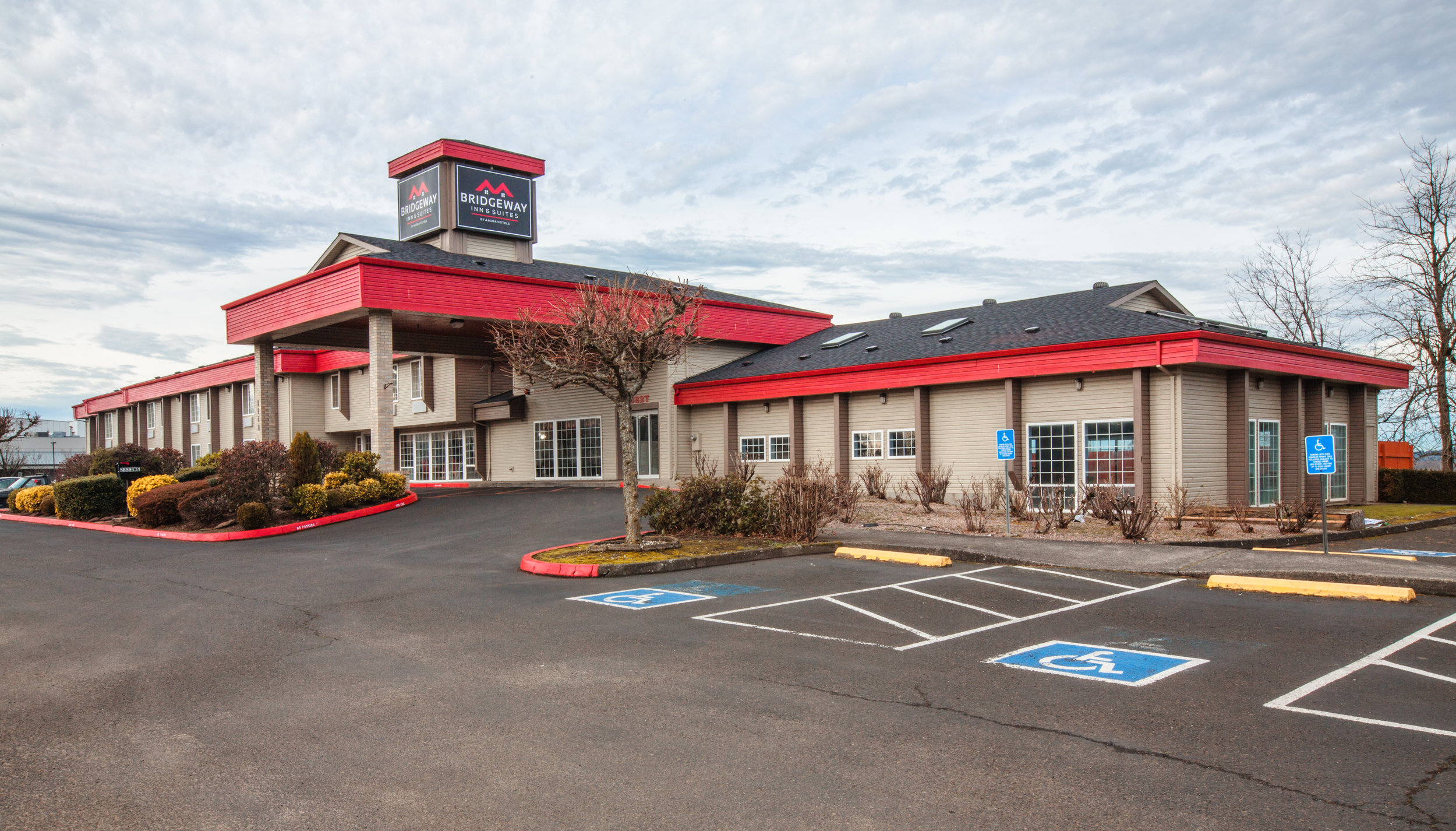 Welcome To Bridgeway Inn & Suites Portland Airport - Bridgeway Inn & Suites Portland Airport is located within a 15-minute drive of Grotto and Ventura Park. This 68-room hotel welcomes guests with free breakfast and conveniences like an indoor pool and free in-room WiFi. Near the airport, the hotel is also within a 20-minute drive of Moda Center and Veterans Memorial Coliseum.