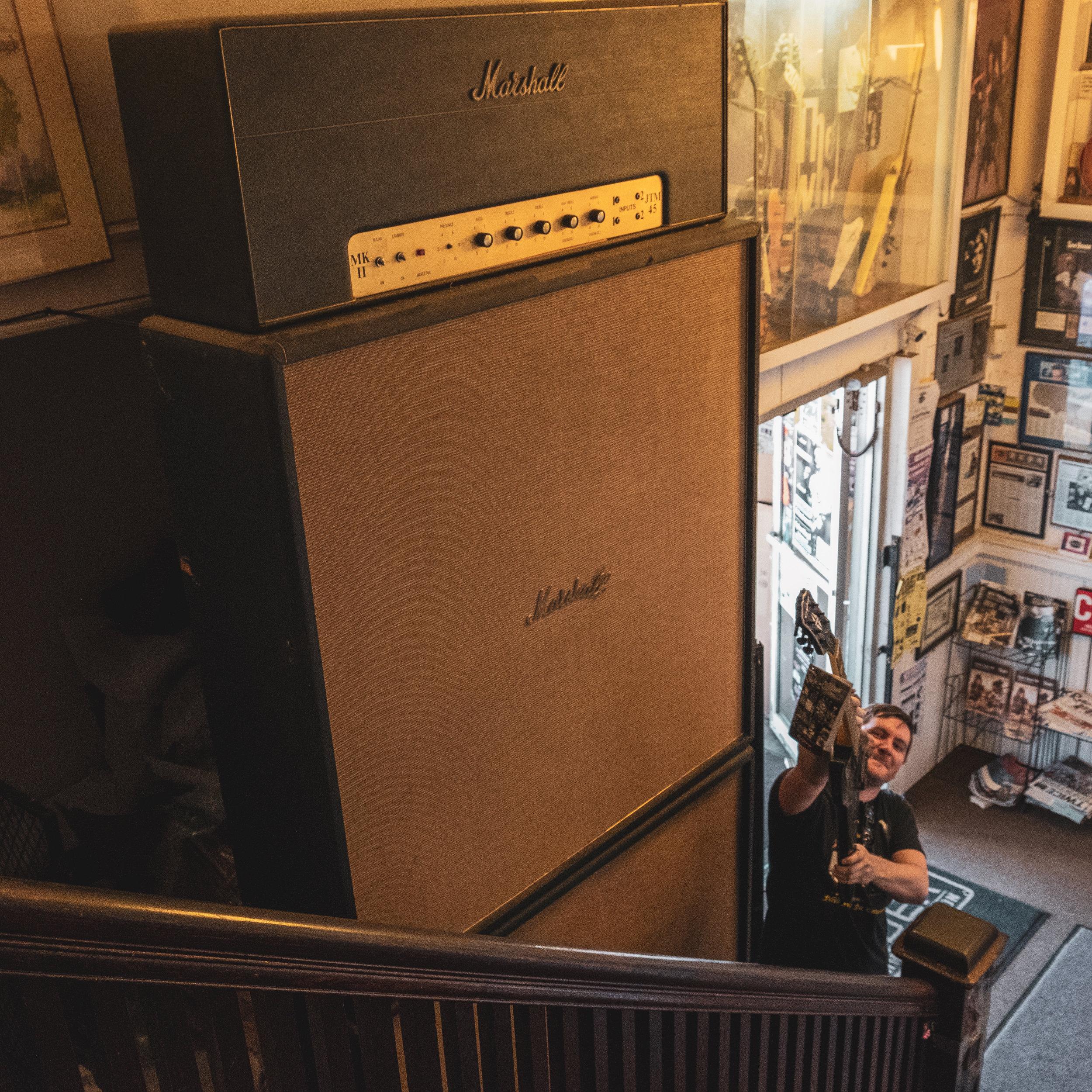 giant amp-1.jpg