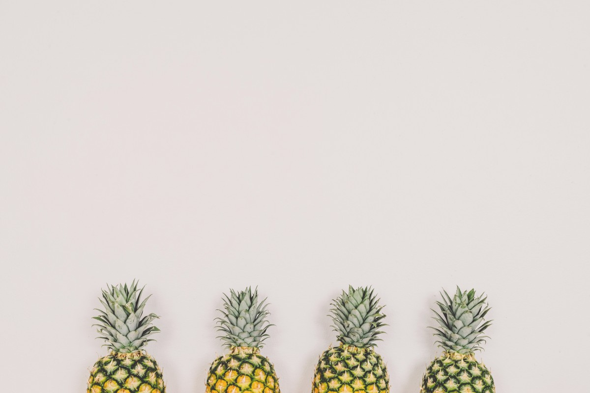 pineapples_fruit_white_background_wall_copyspace_minimal-535502.jpg!d.jpeg
