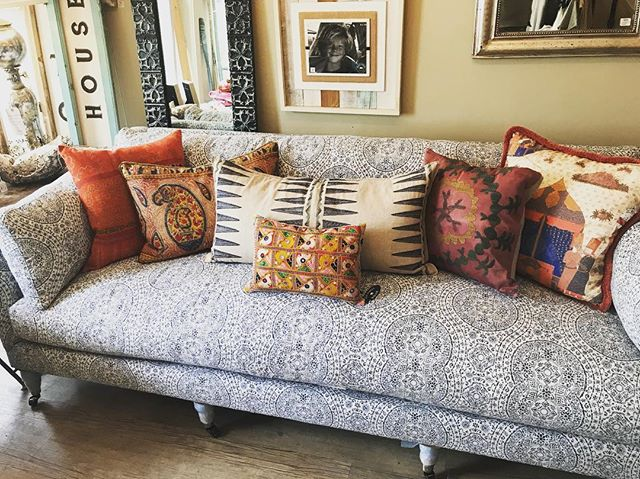 New sofa in the shop along with some new vintage pillows and some other favorites. #brickyardmv #mv #marthasvineyard #shoplocalmv #shopmainstvh #boutiquemv #visitvineyardhaven