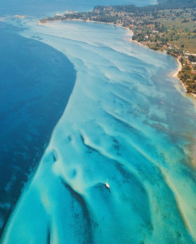 Everyday mood with @spathumpa always nailed it!⚡️⚡️ . . . . . . . . . . . . . . . . . . . . #ocean #sea #art #bluewater #yatch #islandlife #mermaid #photooftheday #lifestyle #blogger #nomad #boho #vegan #greenday #capture #travelgram #tropical #bikini #bestie #aloha #bali #eurosummer #summer #france #greece