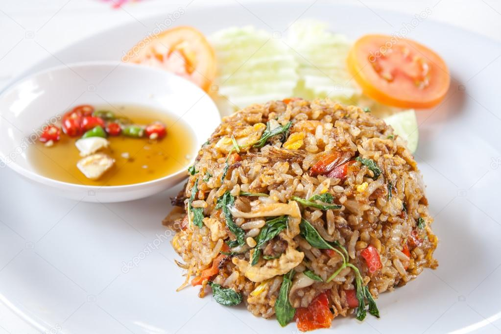 Grapow Fried Rice - Stir Fried Rice with Holy Basil and Minced Meat