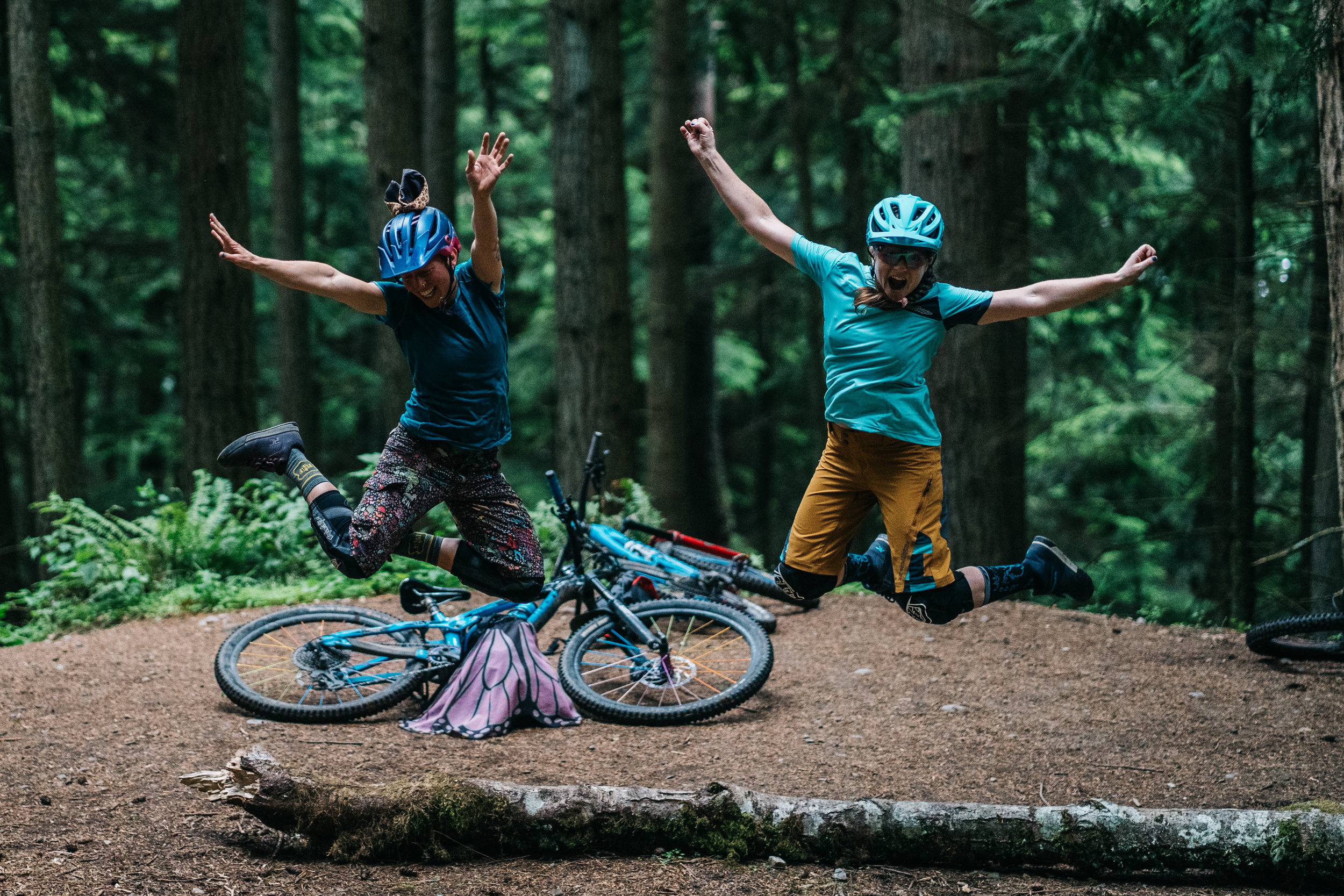 Throw your arms up if you love having fun with friends on bikes!