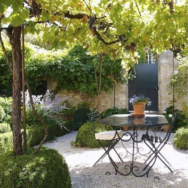 Bring on warmer spring days and afternoon beverages shaded by vines. Image via @Pinterest #garden #gardening #gardendesign #gardenlove #gardenlovers #landscape #landscaping #landscapedesign #landscapearchitecture #instagardeners #gardeninspo #jardin #giardini #giardino