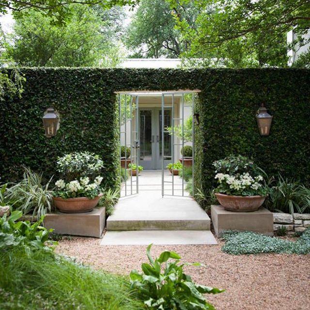 What a cute entryway to this stunning garden. Image via @pinterest #garden #gardening #gardendesign #gardenlove #gardenlovers #landscape #landscaping #landscapedesign #landscapearchitecture #instagardeners #gardeninspo #jardin #giardini #giardino