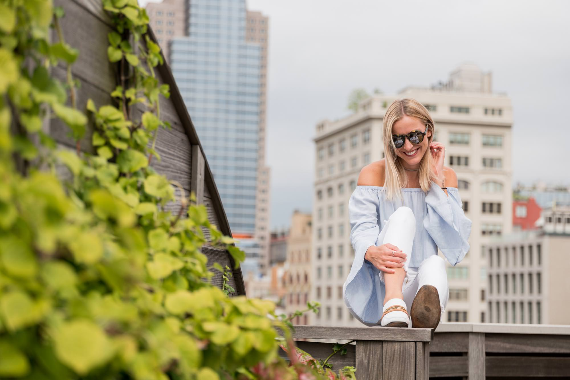 blonde girl penthouse terrasse NYC