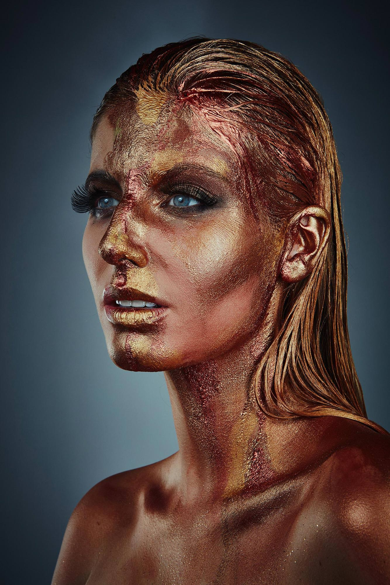 Make up Bronze Blonde Woman