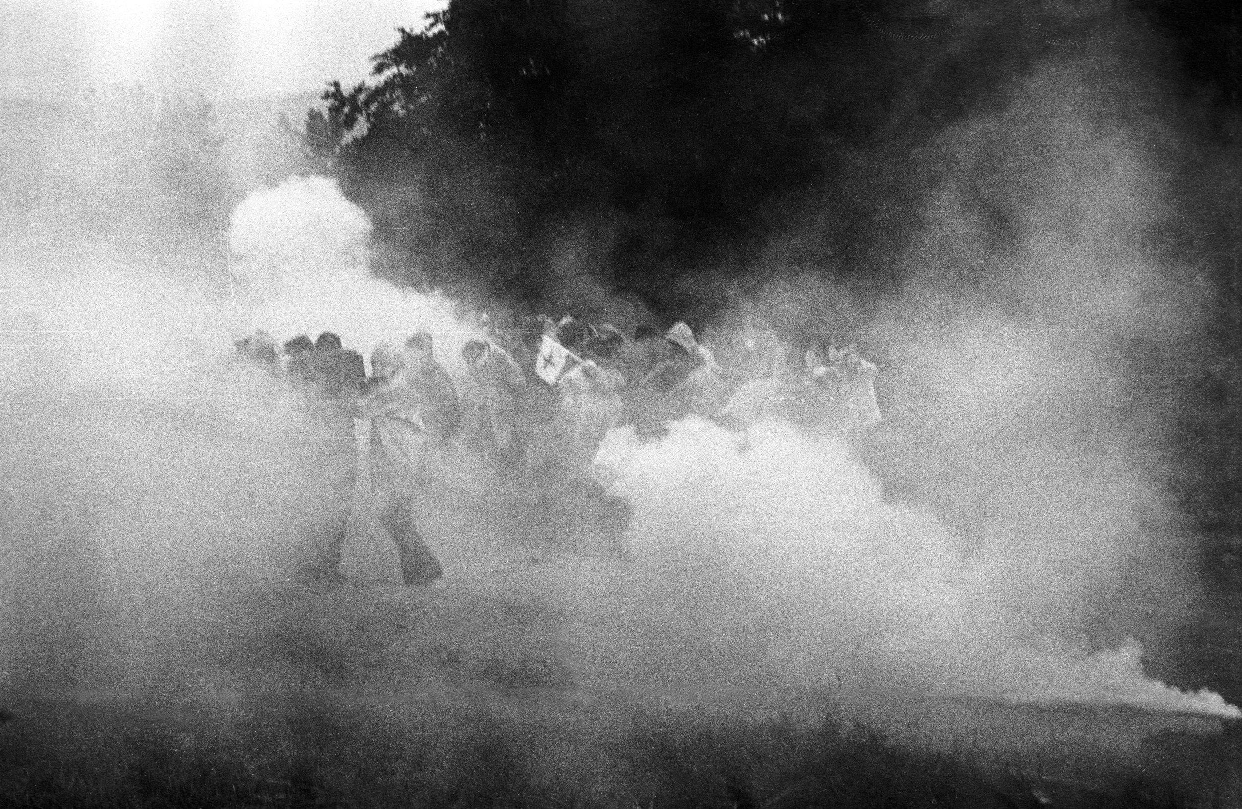 Auseinandersetzungen zwischen Demonstrierenden und Polizei beim geplanten AKW Gösgen 1977. Foto: Miklós Klaus Rózsa.