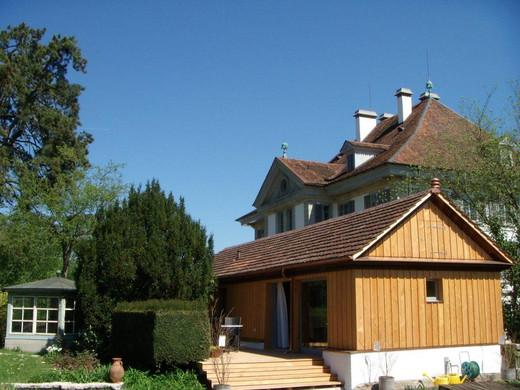 Das Atelier-Haus mit der Garten-Wohnung - im Hintergrund das Müllerhaus, in dem sich das Literaturhaus befindet.