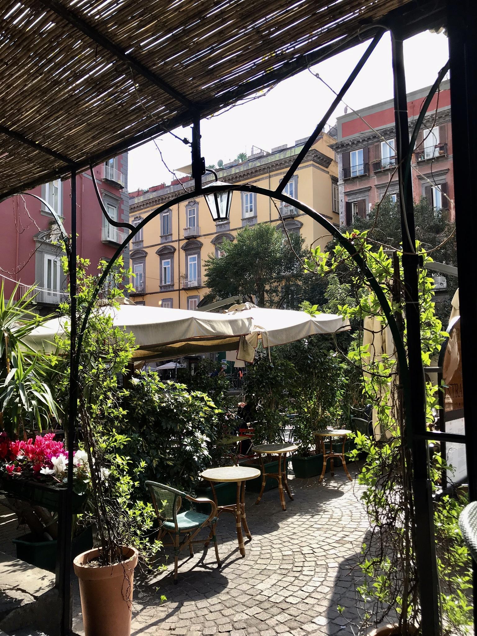 Fina caféer och restauranger med god mat och mysig miljö.