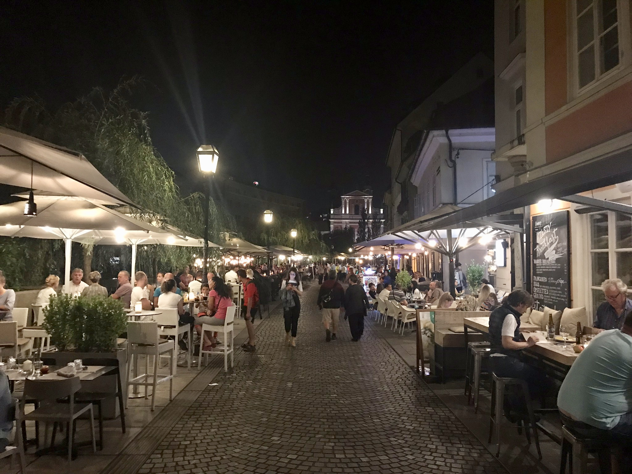 River walk med alla barer och restauranger