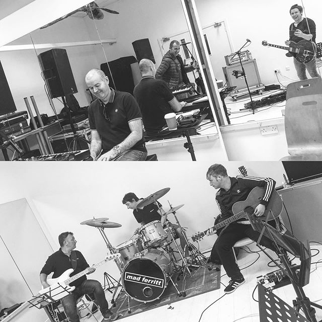 Rehearsals under way for our MTV Unplugged-ish show on Sat 28th September @theatreroyalwaterford. We've a couple of surprises in the set list this year. Any guesses?? 😎🎸🎻🎺🎷🥁🎹🍺 - #Oasis #OasisTributeBand #IrishOasisTribute #LiamGallagher #NoelGallagher #RockNRollStar