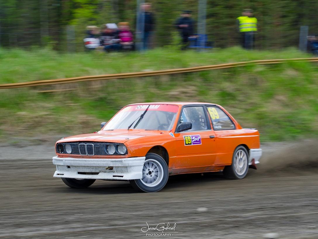 #69 Mika Hauta - Seura: KvanUAAuto: BMW 325i