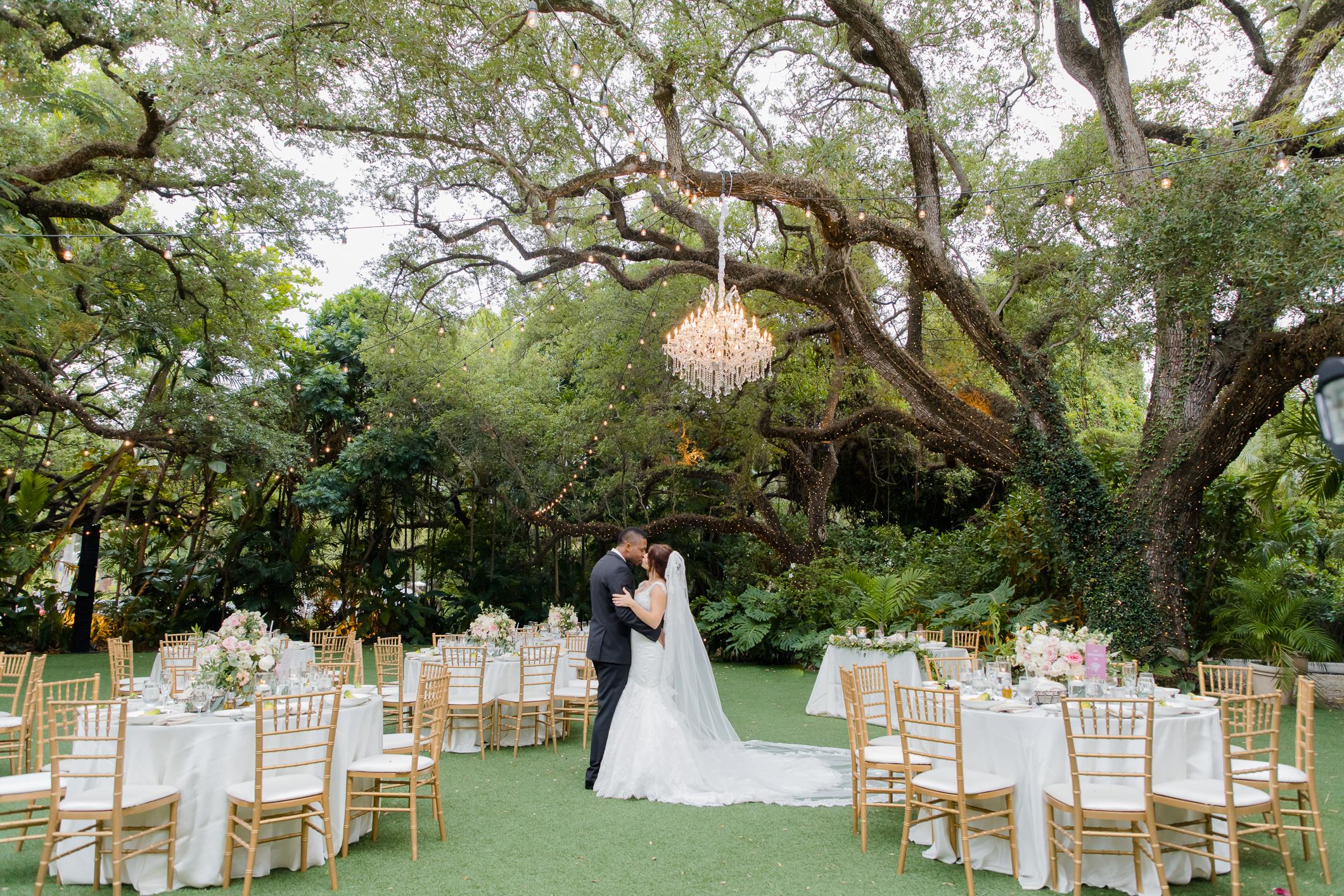 Romantic Wedding Villa Woodbine - Miami Wedding Photographer