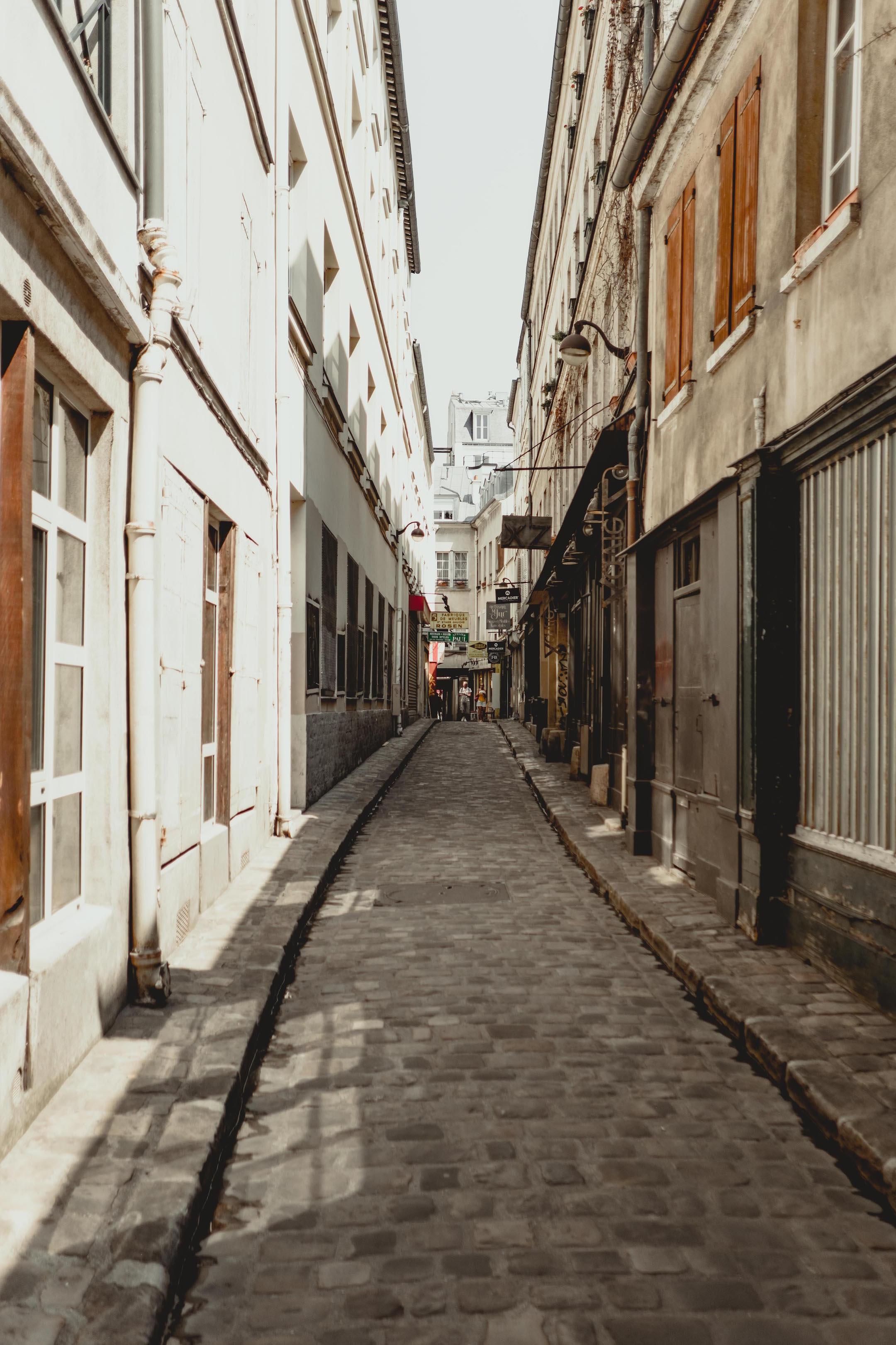 paris alleyway.jpg