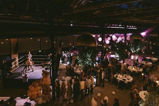 5 trees and a boxing ring... all the ingredients for a marvellous wedding👊🏻 lush pic @nigeljohn_com