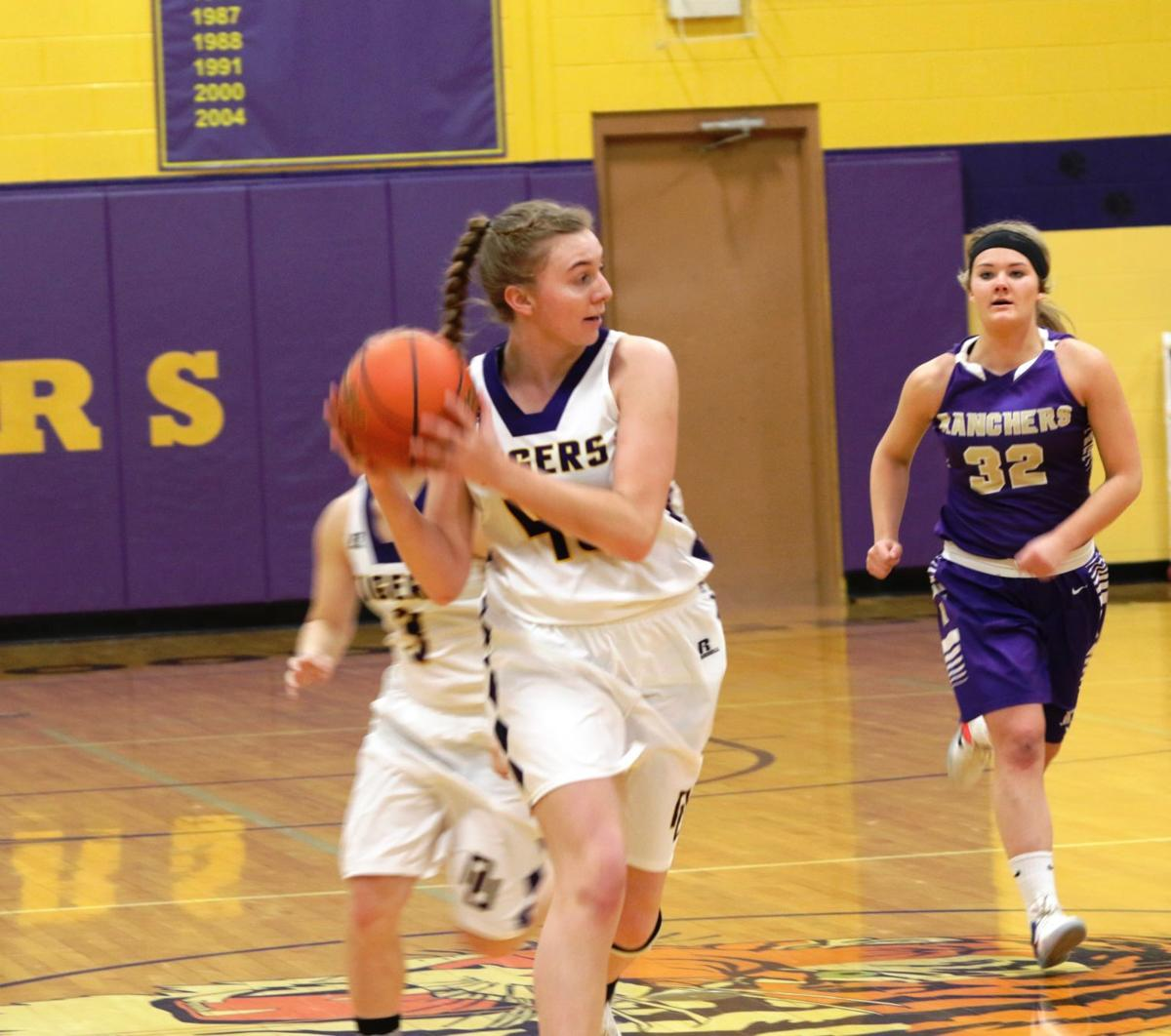 - New Underwood – Stacy Finkbeiners crew went 17-5, the scary thing for the rest of region 7B have all of their firepower coming back...Jaedyn Finkbeiner 6-footer 17.6 and 11 rpg senior....Sophomore 6-footer Cerrington Jones is a tremendous athlete 12.6 per game....and 6.8 rebounds...A lot of talented sophomores saw a lot of playing time