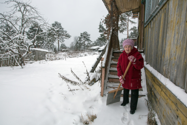 - Want to challenge some of our Sacred Hoops young people here…When this kind of weather hits the elderly don't need to be out in it and they certainly don't need to sweep and shovel…Sacred Hoops kids go say hello and check on someone…Go offer to sweep or shovel or start car or ask if they need anything.