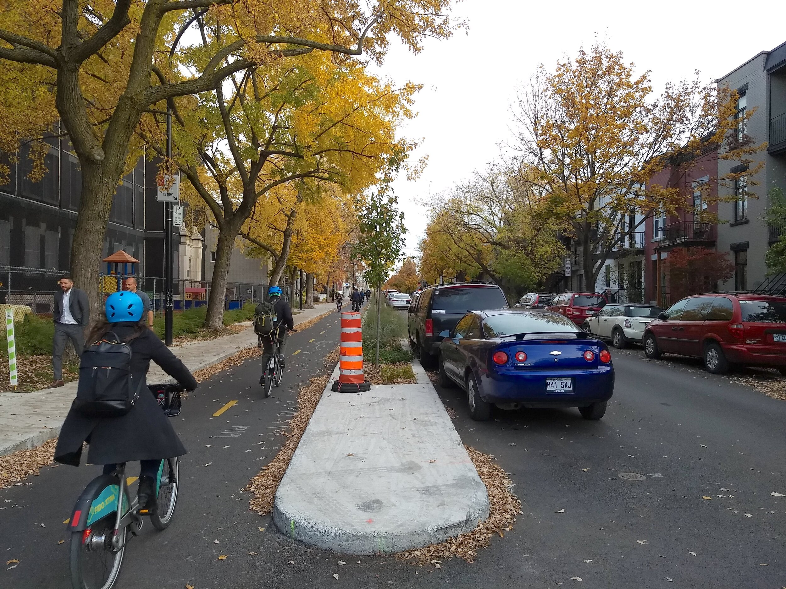 Ten years from now, Montreal would like 15% of all trips in the city to be made by bike. An effective way to get a broader range of people on bikes is to protect them from moving traffic with a barrier. Photo: Jon Kaplan