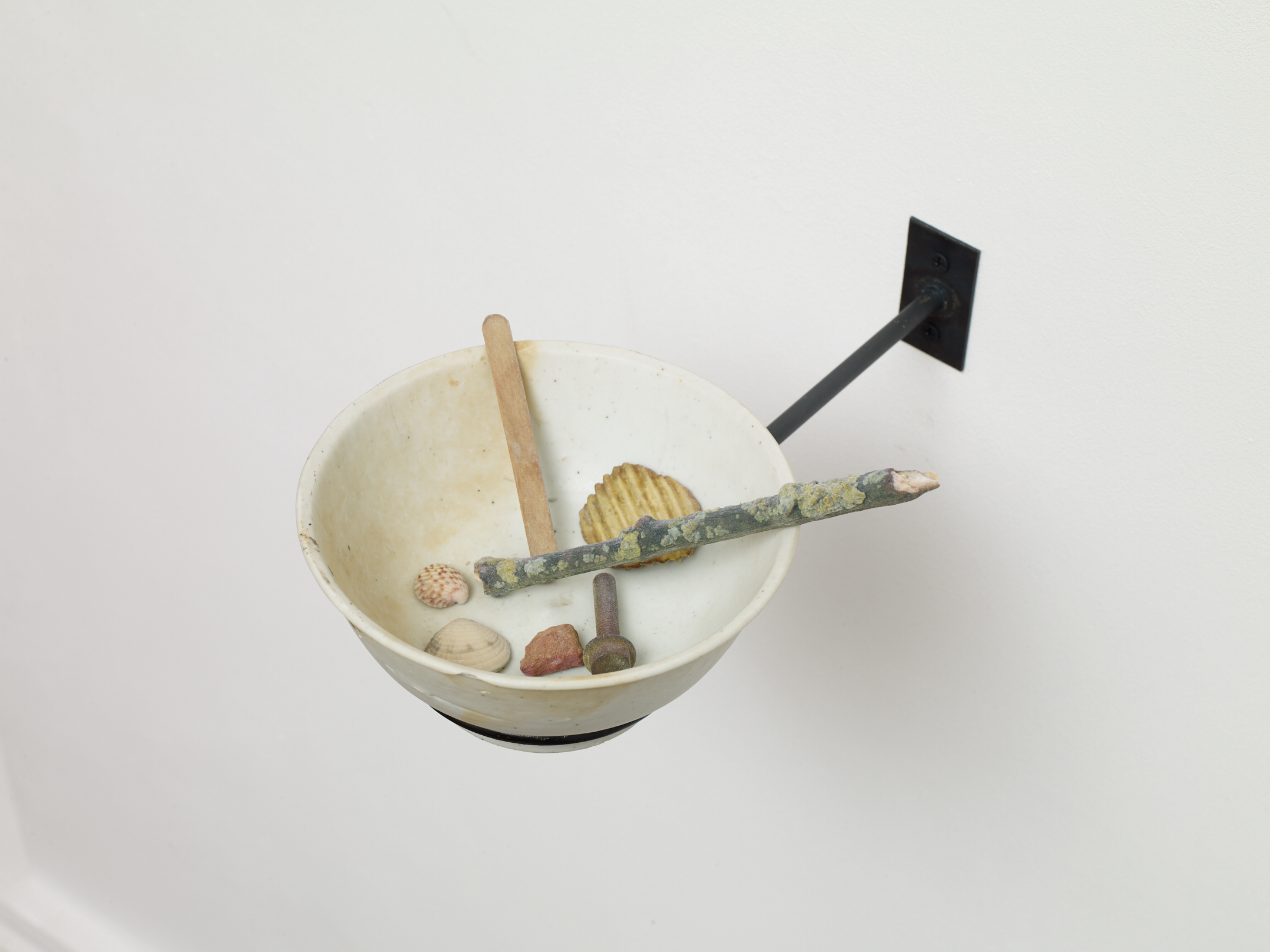 Victor Seaward  Vessel,  2019 Qing Dynasty bowl from the Tek Sing shipwreck (1822), 3D printed gypsum objects, and mild steel armature