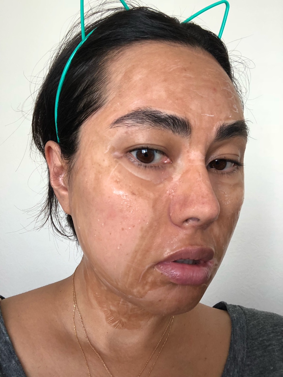 25 min - my sister tried to FaceTime me at this point and when I picked up, she choked on her quesadilla. I can't be sure, but my hunch is that it had something to do with the fact that I'm starting to look like an old avocado pit. -