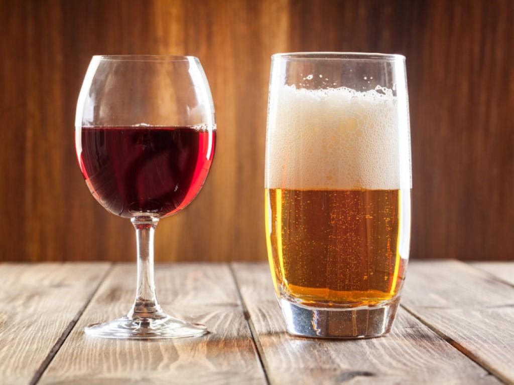 beer-vs-wine-healthier_thumb (Medium).jpg