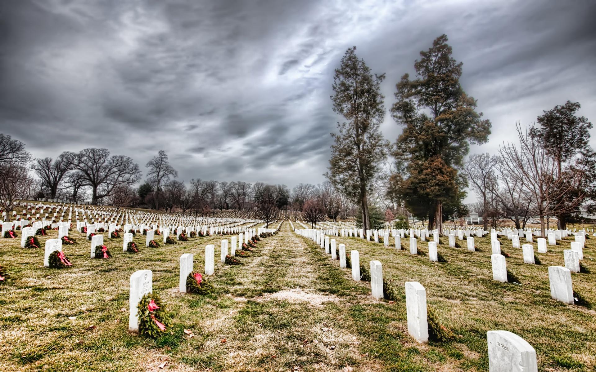 arlington_cemetery_under_cloudy_sky.jpg