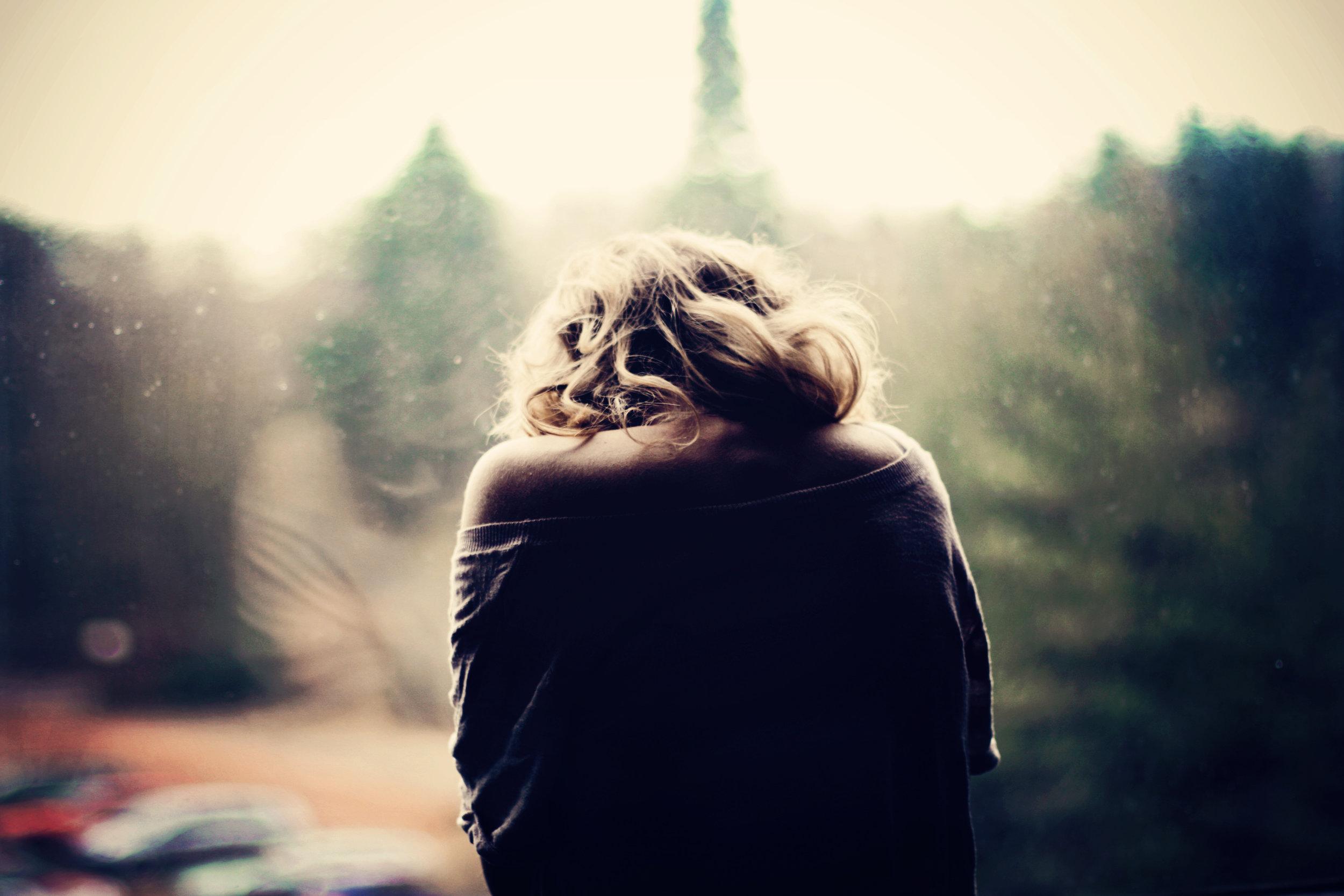girl-sick-sadness-window-photo-car-mood-wallpaper1.jpg