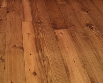 Traditional (non-distressed) - Our traditional style highlights our pine wood's beautiful, natural imperfections