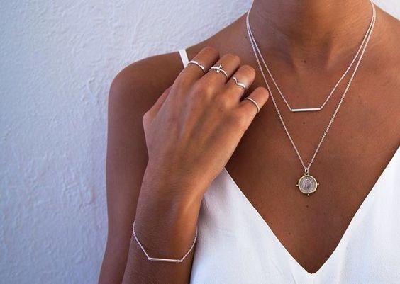 minimalist-jewelry-how-to-style-minimalist-jewelry-layering-minimalist-jewelry.jpg