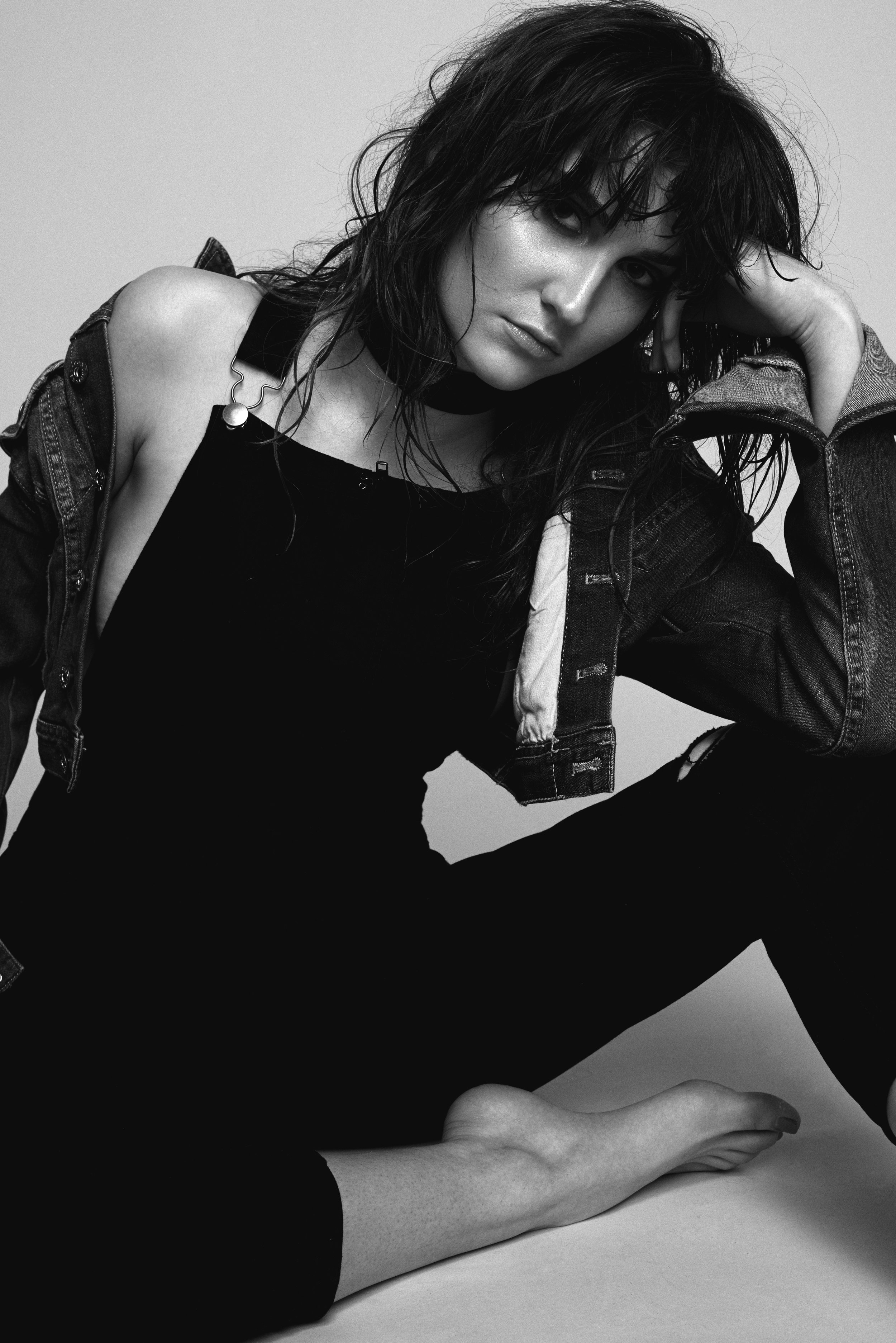 Model: Danae Digiulio @danaedigiulio   Photo: Justin Vaseur @justinvaseur   Mua: Briseida Rubio @brisi_rubio   Stylist: iliki @ilikithestylist