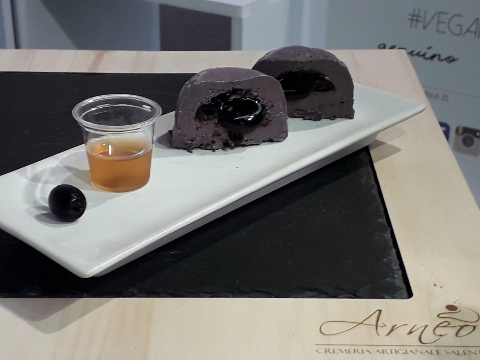 Consigliamo di accompagnare il #gelato alle #olivenere con un bicchierino di rum