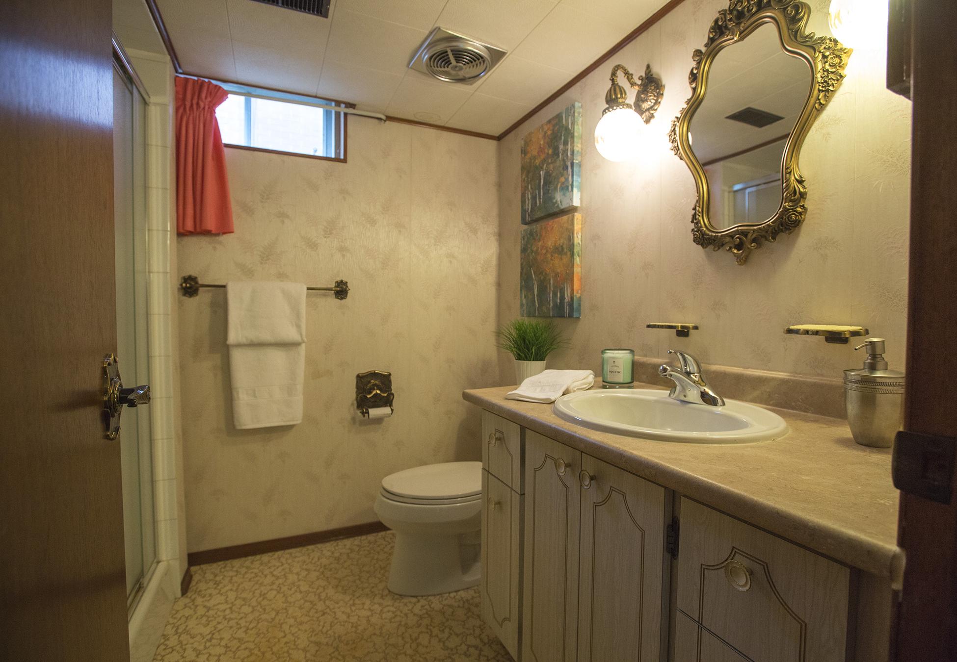 Bath Room1.jpg
