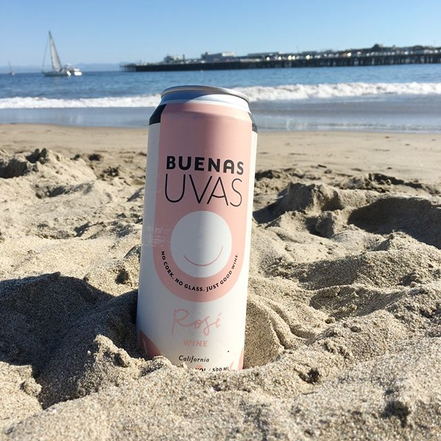 If you're not at the beach are you even doing #memorialdayweekend right? 🤪 Wherever you are, make this 3 day weekend one for the books. And if you work all weekend, we salute you. Not all heroes wear capes. Some wear @starbucks name tags and khaki pants.  #YOLO #santacruz #buenasuvas #justgoodwine #lostcorkwineco