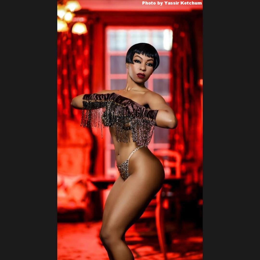 She's La Chatte's Meow - Delysia is a burlesque performer, choreographer, designer, and all around BossAss Bitch. We chat about her start in burlesque, starting her own bag and clothing line, Josephine Baker, trying to learn French, and the importance of Pomeranians in everyone's life!