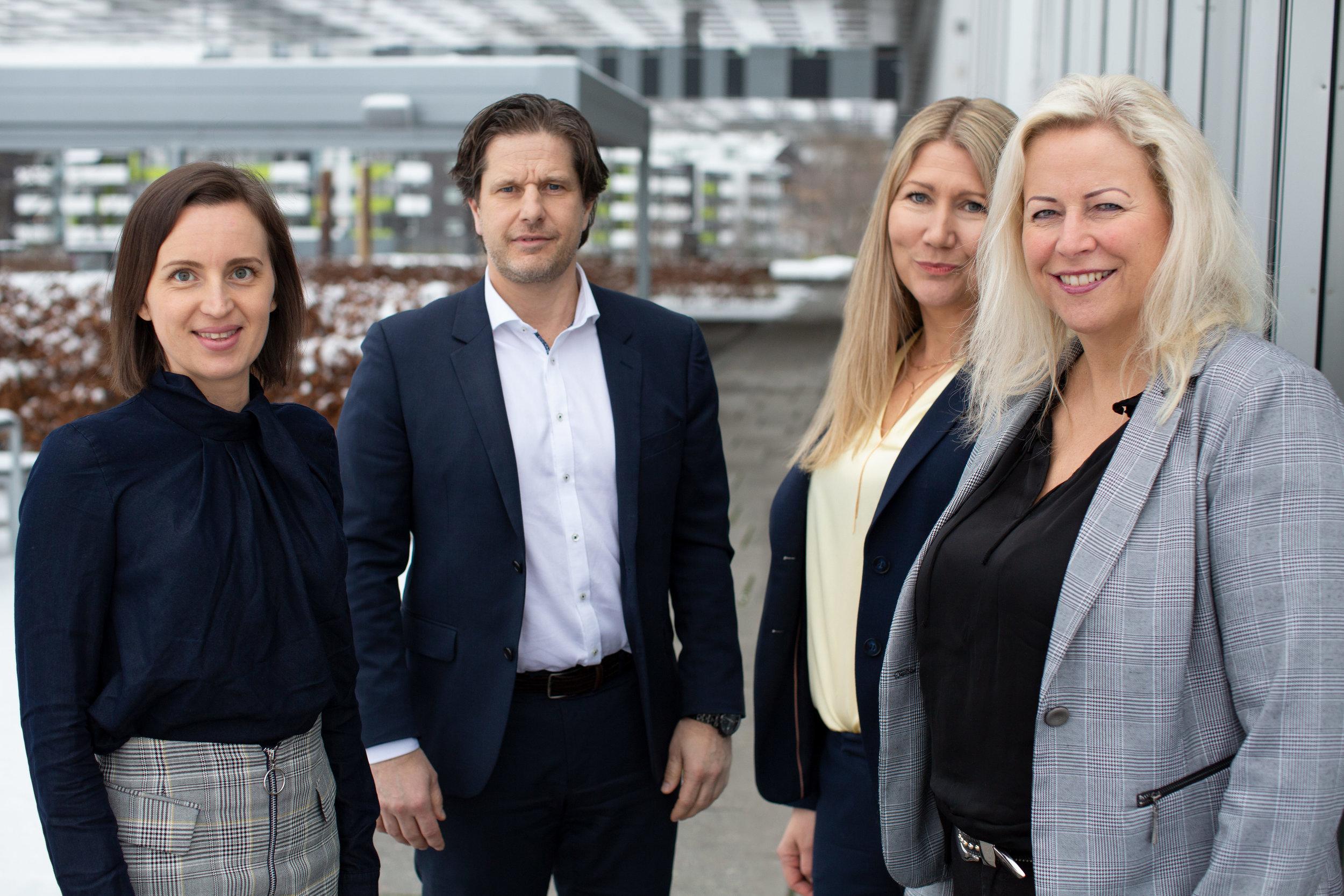 - Vi er stolte av å jobbe i organisasjon som Haut Nordic der kvinner og kvinnelige ledere heies fram, sier hotelldirektørene Silje Jørgensen (til venstre), Karoline Hammer-Larsen og Janne Johansen, her sammen med administrerende direktør Sondre Prestegard