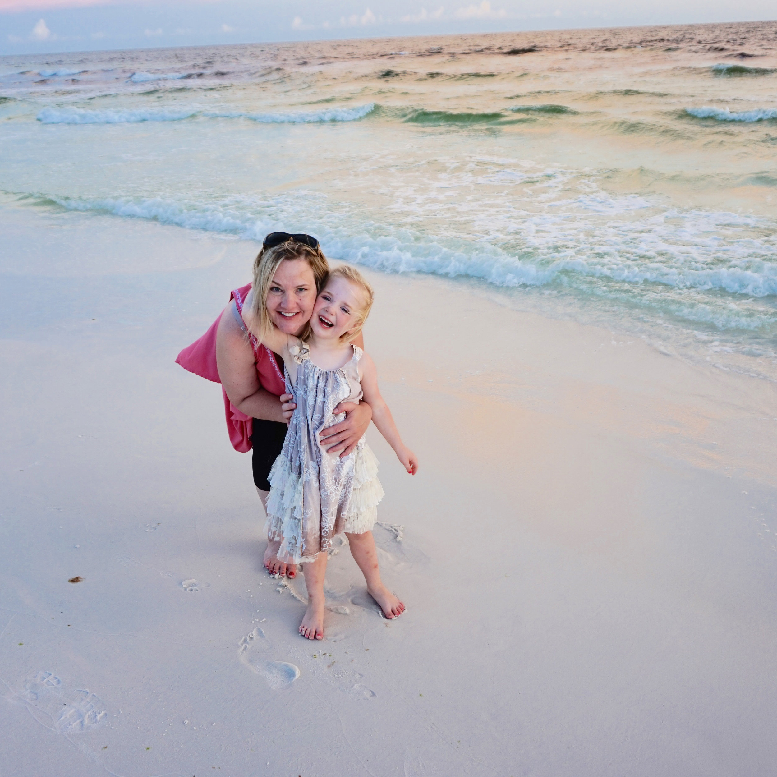 ^ While on a family vacation in 2016, Melanie and Piper visited Blue Mountain Beach in Florida.