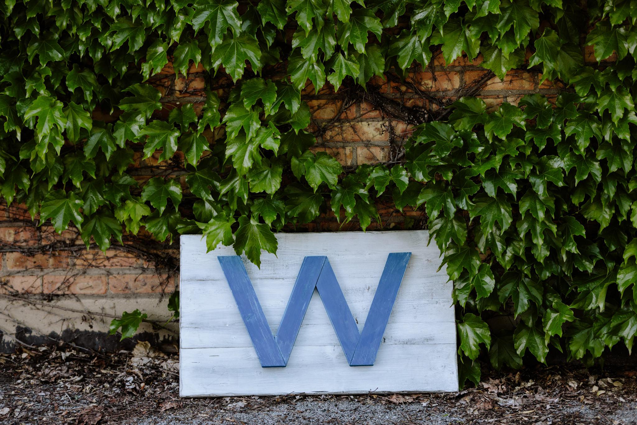 Cubs W Sign.jpg