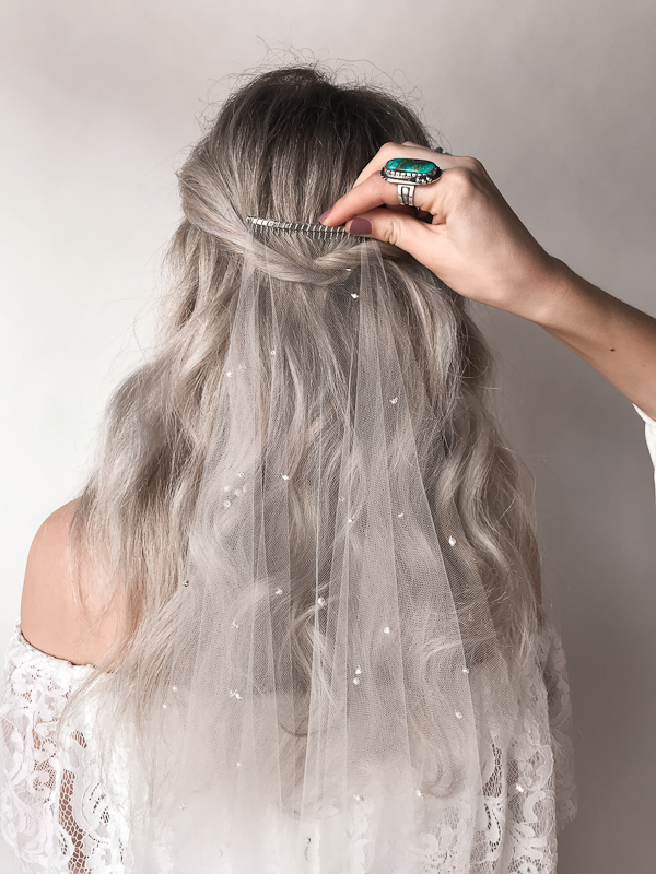 How to wear a veil - by Untamed Petals