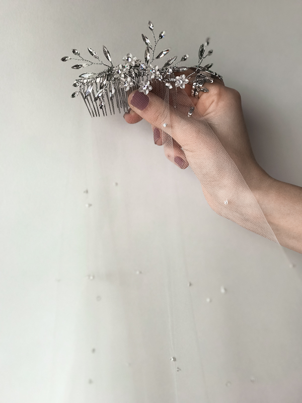 Beaded comb with veil - By Untamed Petals