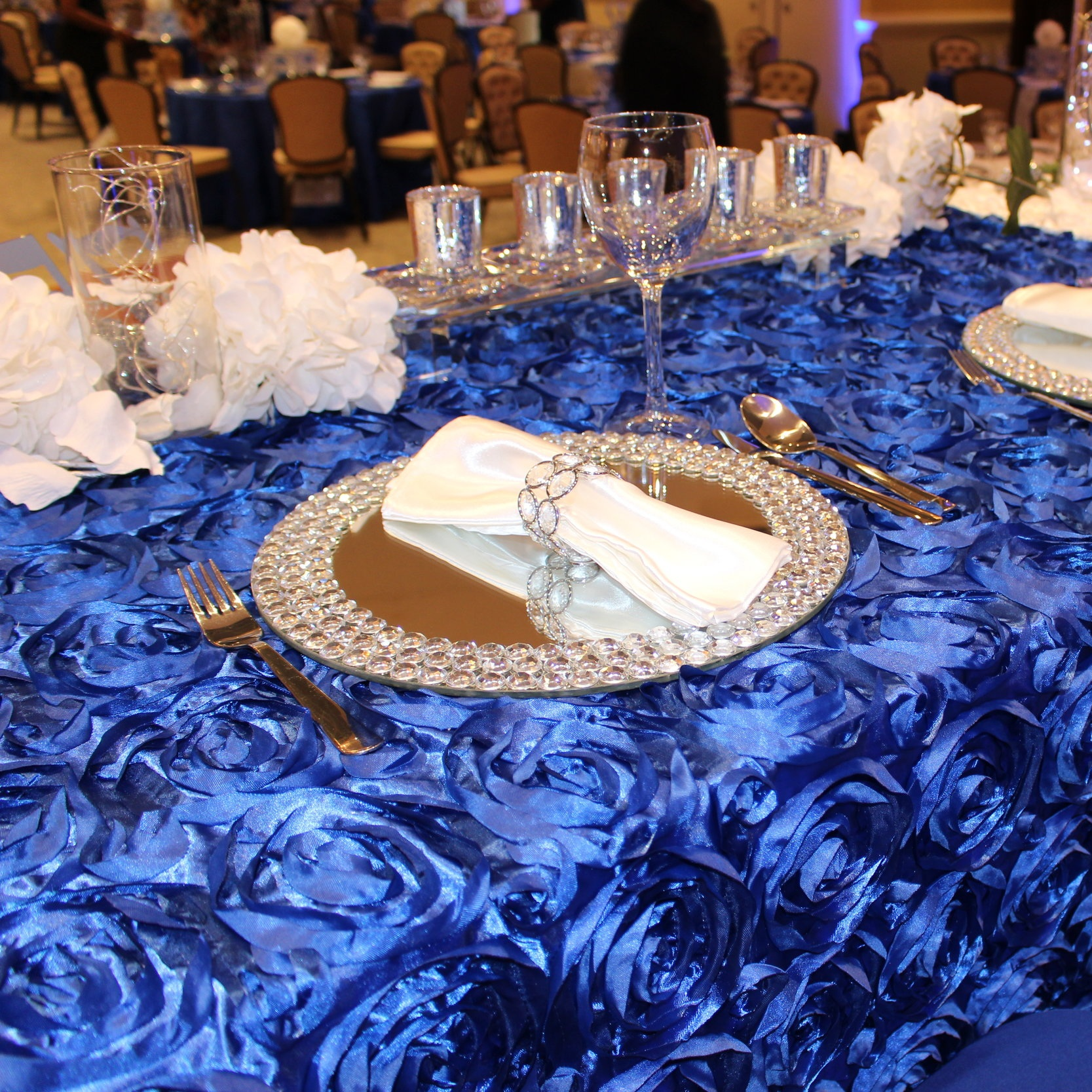 ROSETTE TABLECLOTH   Colors Available: White and Royal Blue. (See our gallery for design ideas).    Contact us for pricing & availability