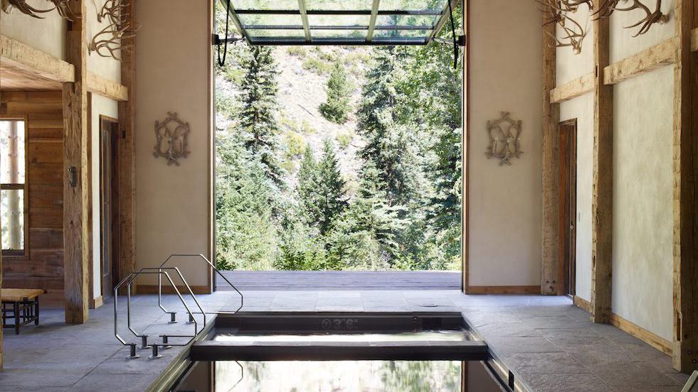 Pool & Spa -