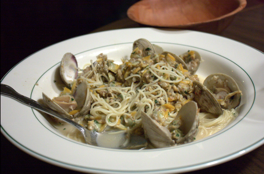 Clam sauce is a topping for pasta, usually linguine.   The two most popular varieties are   white, usually featuring minced clams, olive oil, garlic, lemon juice and parsley,   or red, usually a thin tomato sauce with minced clams.   Other variants include the incorporation of whole clams, hot pepper flakes and other ingredients.