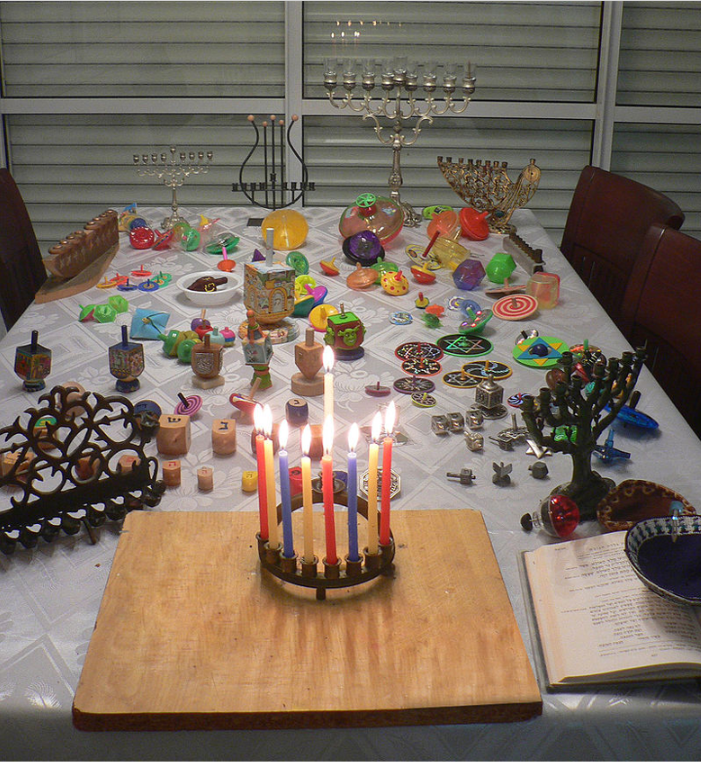 Hanukkah table   MathKnight   - Own work  Delightful.