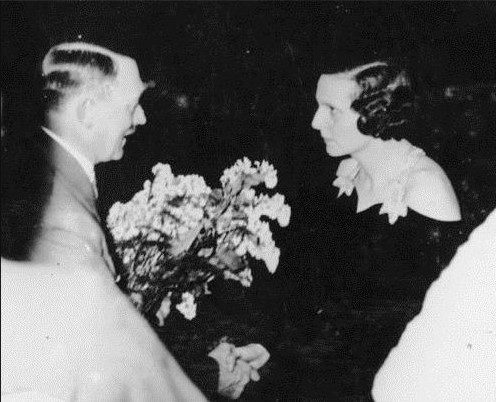 Hitler congratulates Riefenstahl in 1934