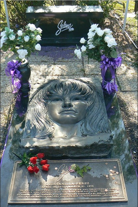 Selena's grave at Seaside Memorial Park in Corpus Christi, Texas Photographed by Terry Ross and grave site owned and sculpted by Seaside Memorial Cemetery. - Flickr: Selena's grave