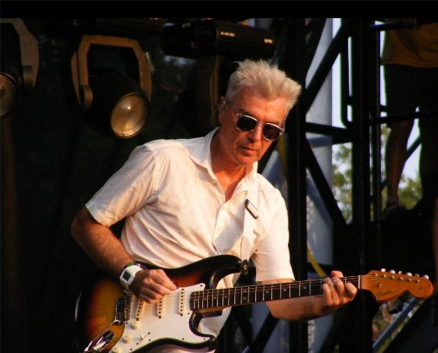 Byrne playing, Austin City Limits, 2008 Ron Baker - https://www.flickr.com/photos/kingsnake/2948571996/in/faves-24788065@N02/