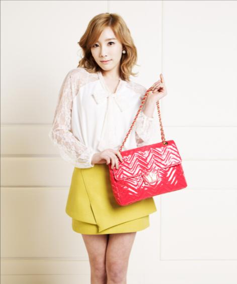 handbag and woman.png