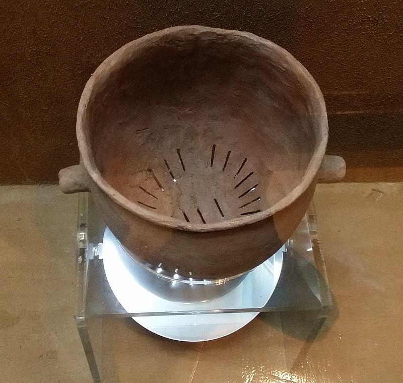 Clay. Healthier than aluminum?  A Bronze Age siru (traditional Korean steamer) Ryuch - Own work